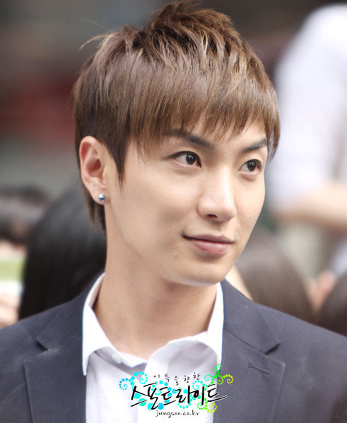 More photos of Leeteuk :